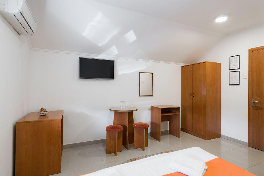 Jednokrevetna komforna soba 8
